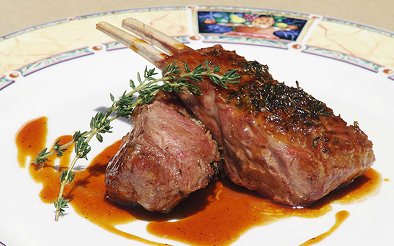 Restaurante El Bodegón Panamá - Carré de Cordero Asado, al Tomillo y Salsa de Moscatel.