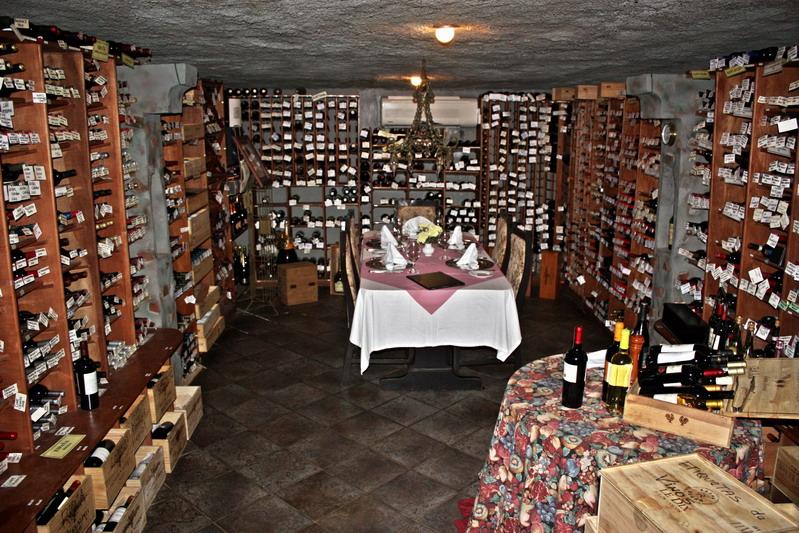 Restaurante El Chalet Suizo. Bodega con la mejor selección de vinos de Panamá