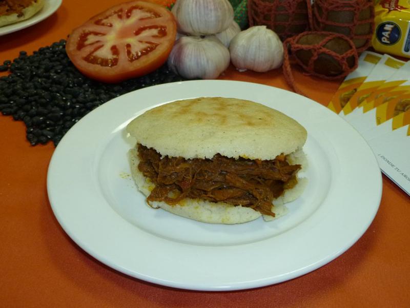 Restaurante Cabanga - Arepa de carme mechada